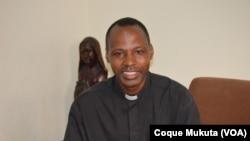 Padre Quintino Candanje, director da Rádio Ecclesia, Angola