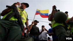 El presidente de Venezuela, Hugo Chávez, decretó el 26 de octubre del 2010, la expropiación de la filial venezolana de la compañía Owens-Illinois.
