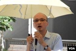 香港大學政治與公共行政學系教授陳祖為表示,去年佔領行動早些退場是好事。(美國之音湯惠芸)