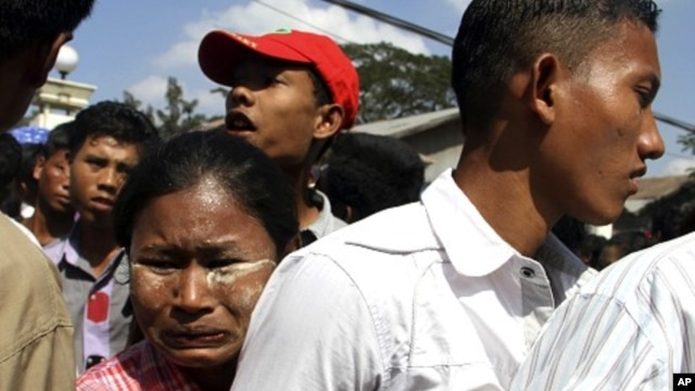 A woman hugs her son who came out of Myanmar's Insein prison in Rangoon, Burma, January 3, 2012.
