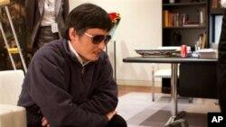 Nhà hoạt động khiếm thị Trung Quốc Trần Quang Thành trong một cuộc phỏng vấn.