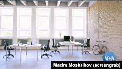 Meskipun mayoritas kantor di AS tetap kosong karena masih banyak yang bekerja dari rumah, para arsitek kini sibuk mengembangkan standar baru mengenai ruang kantor. (Foto: VOA Video/screengrab)