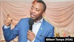 Le journaliste et candidat à la présidentielle nigériane de Omoyele Sowere, en février 2019. (VOA/Gilbert Tampa)