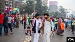 قاہرہ میں عید کے موقع پر لوگوں کی گہما گہمی