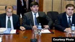 Baxtiyor G'ulomov (o'rtada), Akmal Saidov, O'zbekiston Inson huquqlari milliy markazi rahbari va Elyor G'aniyev, o'sha paytda Tashqi ishlar vaziri, 2011-yilning 14-noyabrida Bryusselda olingan surat