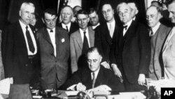 罗斯福总统1933年5月18日签署设立田纳西河流域管理局的法案
