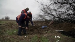 Ukrainian Volunteers Search for Bodies of Missing Soldiers