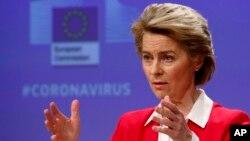 Chủ tịch Ủy ban Châu Âu Ursula von der Leyen họp báo về nỗ lực của EU hạn chế ảnh hưởng của Covid-19 bùng phát đối với kinh tế EU tại Brussels, ngày 2/4/2020.