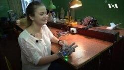 Розумні рукавиці, що озвучують мову жестів 19-річної винахідниці з Тернополя. Відео
