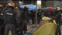 2014-02-14 美國之音視頻新聞: 泰國警察清理曼谷反政府抗議場所
