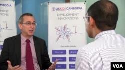 Phó trợ lý Ngoại trưởng Mỹ đặc trách khu vực Đông Á-Thái Bình Dương Scot Marciel trong cuộc phỏng vấn với đài VOA.