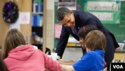 El presidente aseguró que hay que invertir en educación durante la presentación de su presupuesto para 2012.