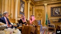 美国国务卿克里会见了沙特等海湾国家官员(2016年1月23日)。