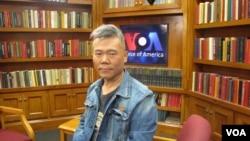 中国著名左派学者司马南在美国之音接受采访(美国之音王南拍摄)