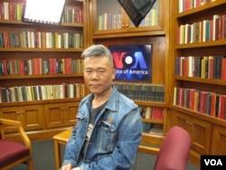 2012年11月9日,中国左派学者司马南在美国之音接受采访(美国之音王南拍摄)