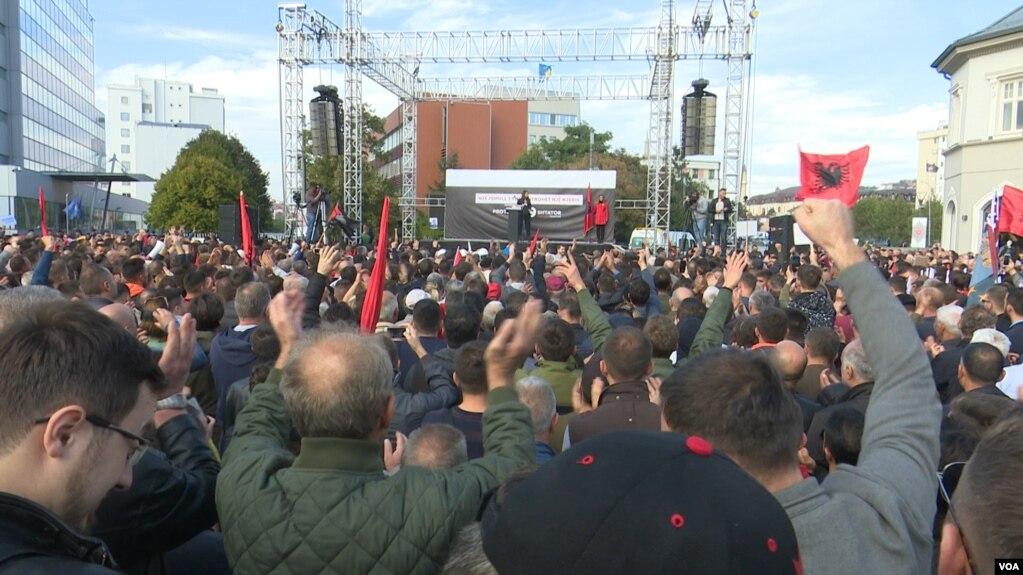 """Protestë kundër ideve të presidentit të Kosovës për """"korrigjim kufijsh"""""""