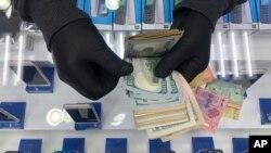 Virus Outbreak Is Cash King