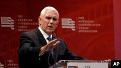 Mike Pence, le colistier de Donald Trump à la présidentielle américaine, s'adresse à la convention de Cleveland, le 20 juillet 2016. (AP Photo/Mary Altaffer)