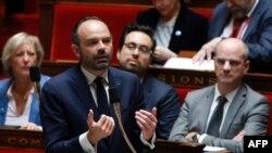فرانس کے وزیرِ اعظم ایڈورڈ فلپ پارلیمان میں خطاب کر رہے ہیں۔ (فائل فوٹو)