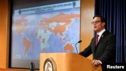 美国司法部官员召开的一个关于美国联邦调查局(FBI)在全球范围内展开的一次行动的记者会。(路透社/Mike Blake)