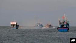 Kapal nelayan Vietnam di lepas pantai Filipina. (Foto: dok.)