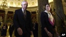 Los líderes de la minoría demócrata en la Cámara de Representantes y el Senado, Nancy Pelosi y Harry Reid, elogiaron el papel del saliente líder republicano, John Boehner ,y del presidente Barack Obama en el logro de la aprobación de un acuerdo de presupuesto hasta 2017.