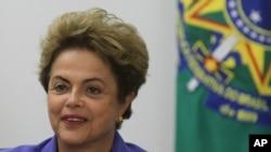 La presidenta de Brasil, Dilma Rousseff, enfrenta un duro golpe de S&P que interferirá con sus planes de terminar con la recesión.