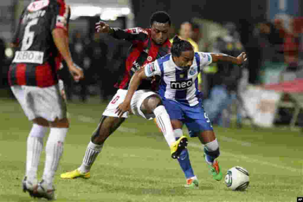 "Porto's Alvaro Pereira, right, from Uruguay, battles for the ball with Olhanense's Edson Sitoe ""Mexer"", from Mozambique, during their Portuguese league soccer match Saturday, Nov. 5, 2011 at the Jose Arcanjo stadium in Olhao, southern Portugal. The game e"