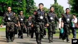 Tentara pemberontak Kachin saat hadir dalam pembicaraan damai dengan pemerintah Myanmar (foto: dok).
