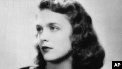 Cô Barbara Pierce-đệ nhất tương lai Barbara Bush. Ảnh chụp năm 1943.