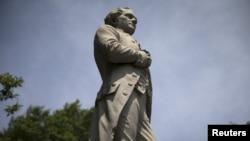 Spomenik Alexanderu Hamiltonu u njujorškom Central parku.