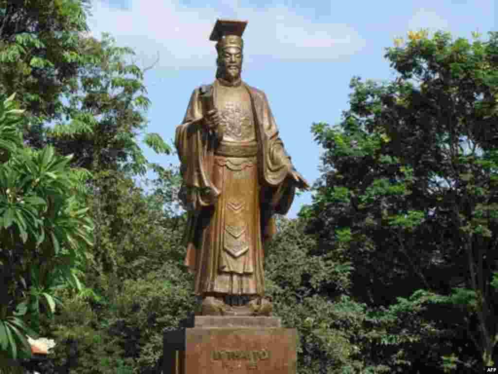Statue of Ly Thai To in Hanoi, Vietnam.