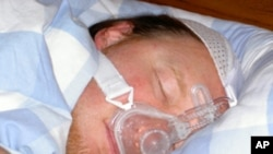 Using a face mask to gently force air into breathing passages can help reverse heart damage caused by sleep apnea, according to a new study.