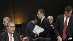 Ejecutivos del holding HSBC se preparan para testificar frente al subcomité de Seguridad Nacional del Senado de Estados Unidos. El jefe de Cumplimiento, renunció frente a los senadores.
