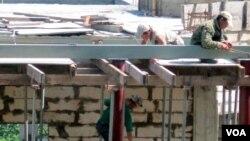 지난 2012년 6월 북한 인부들이 블라디보스톡의 건설현장에서 일하고 있다. (자료사진)