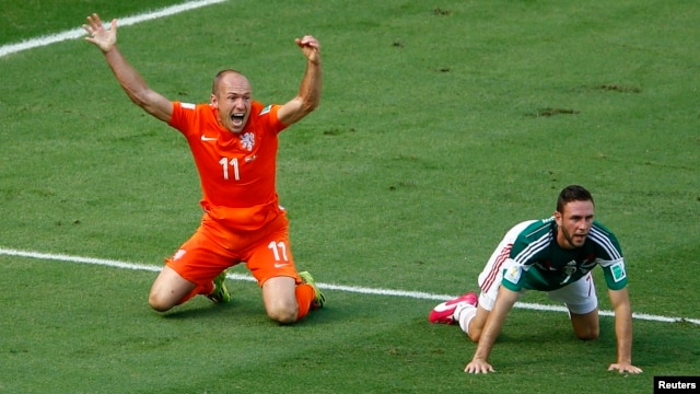 Arjen Robben of the Netherlands, left, appeals for a penalty next to Mexico's Miguel Layun during their 2014 World Cup round of 16 game at the Castelao arena in Fortaleza, Brazil, June 29, 2014.