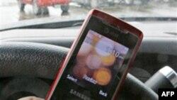 Các nhà điều tra Mỹ khuyến cáo cấm dùng điện thoại di động khi lái xe