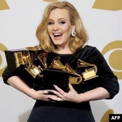 Nữ ca sĩ Adele chiếm ngự các giải Grammy lần thứ 54 với 6 giải thưởng