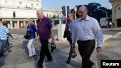 一個美國議員代表團在和古巴主席勞爾-卡斯特羅會面後離開了古巴