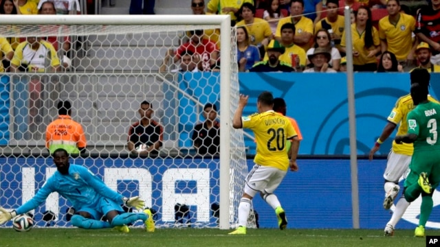 Colombia's Juan Quintero (20)  scores his side's second goal during the group C World Cup soccer match between Colombia and Ivory Coast at the Estadio Nacional in Brasilia, June 19, 2014.