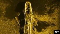 An undated handout sonar image released by Joint Agency Coordination Centre (JACC) on Jan. 13, 2016 shows an iron or steel-hulled shipwreck some 3,700 meters below the surface and believed to have gone down at the turn of the 19th century.