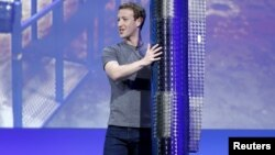 Facebook CEO Mark Zuckerberg holds a propeller pod of the solar-powered Aquila drone on stage during a keynote at the Facebook F8 conference in San Francisco, California, April 12, 2016.