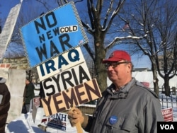 Protester who is against the wars in Iraq, Syria and Yemen in Manchester, New Hampshire, Feb. 8, 2016. (Photo. A. Pande / VOA)