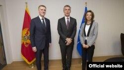 Generalni sekretar NATO-a Jens Stoltenberg sa potpredsjednikom vlade i crnogorskim ministrom inostranih poslova Igorom Lukšićem i ministarkom odbrane Milicom Pejanović - Đurišić (nato.int)