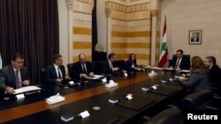 PM Lebanon Hassan Diab bertemu delegasi IMF untuk membahas dana pinjaman di Beirut (foto: dok).