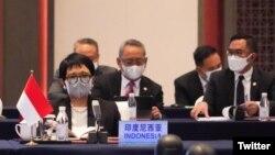 Menlu RI Retno Marsudi dalam pertemuan Menlu negara-negara anggota ASEAN dengan Menlu China Wang Yi memperingati 30 tahun kerjasama ASEAN-China di Chongqing, China, 7 Juni 2021. (Twitter/@Menlu_RI)
