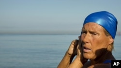 Swimmer Diana Nyad adjusts her swimming cap before her swim to Florida from Havana, Cuba, August 31, 2013.