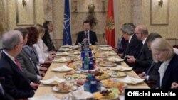 Crnogorski ministar odbrane Predrag Bošković sa ambasadorima zemalja članica NATO-a (gov.me)