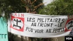 Banderole contre le coup d'Etat, vue à Bamako le 26 mars 2012