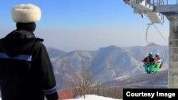 북한의 마식령 스키장 정경. 미국 AP통신의 진 리 전 평양지국장이 지난달 스키장 방문 당시 찍은 사진이다.